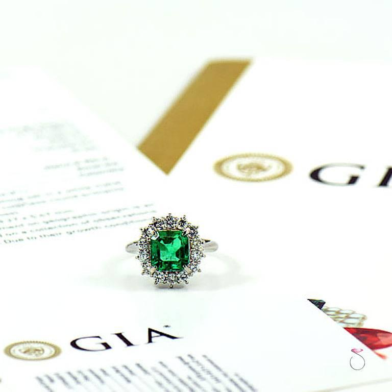 GIA Certified 2.64 ct. Fine Colombian Emerald & Diamond Platinum Ring For Sale 1