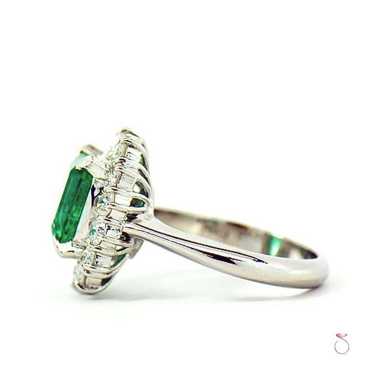 GIA Certified 2.64 ct. Fine Colombian Emerald & Diamond Platinum Ring For Sale 3
