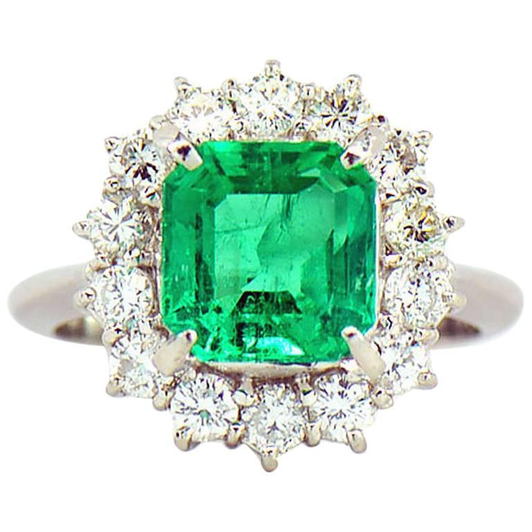 GIA Certified 2.64 ct. Fine Colombian Emerald & Diamond Platinum Ring For Sale