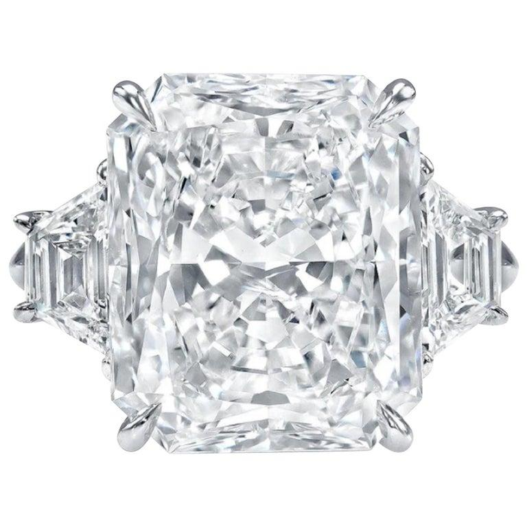 Modern GIA Certified 2.25 Carat Radiant Cut Diamond Ring VS2 Clarity D Color Triple Ex For Sale