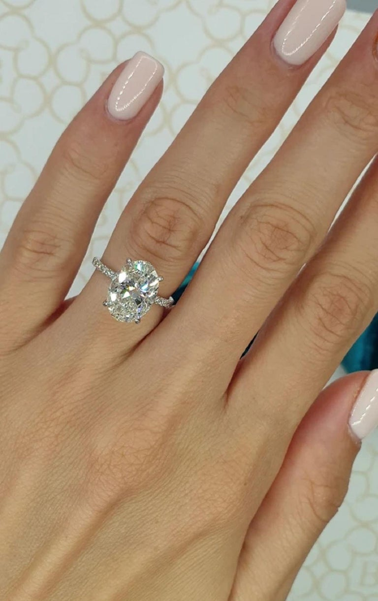 Modern GIA Certified 3 Carat Oval Diamond Ring E Color VS2 Clarity For Sale