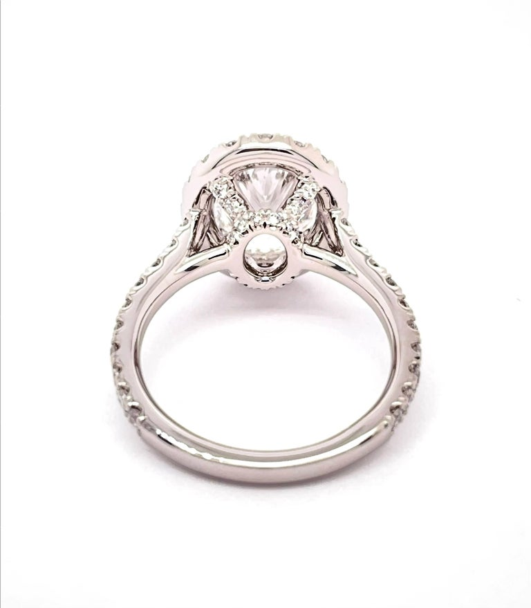 GIA Certified 3.01 Carat Oval Diamond Engagement Ring In New Condition For Sale In LA, CA