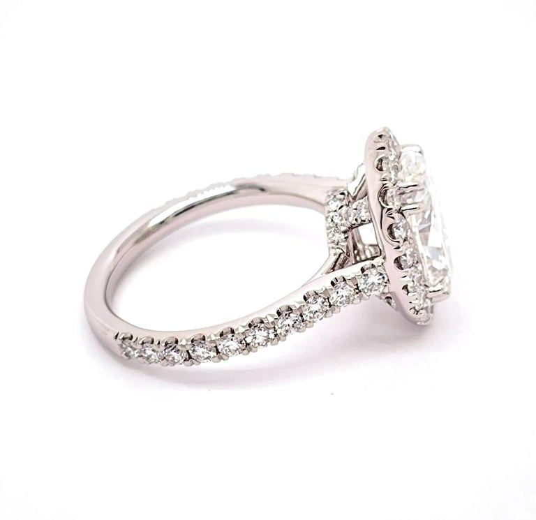 Women's GIA Certified 3.01 Carat Oval Diamond Engagement Ring For Sale