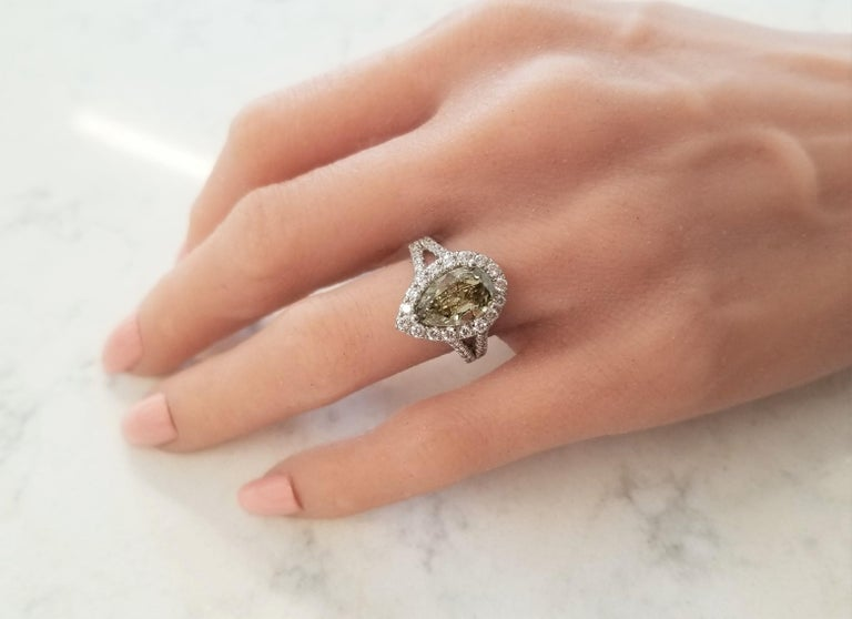 GIA Certified 3.01 Carat Pear Shape Fancy Yellow Diamond Cocktail Ring In Plat For Sale 2