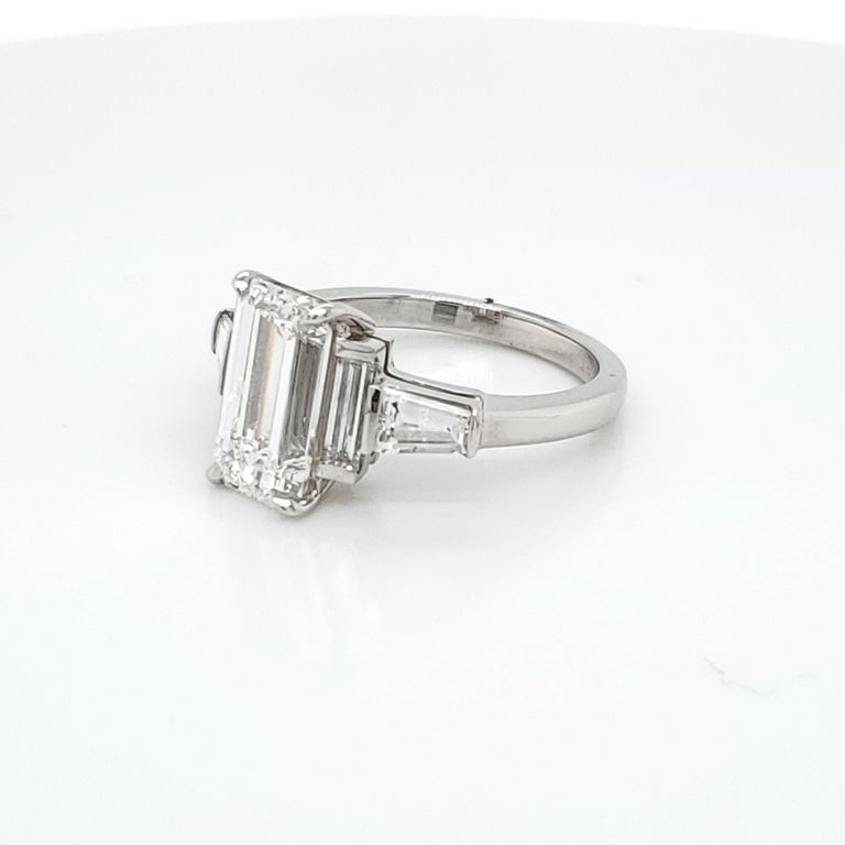 GIA Certified 3.02 Emerald Cut Diamond Five-Stone Ring In New Condition For Sale In New York, NY