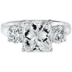 GIA zertifizierte 3,04 Carat Radiantschliff Diamant Verlobungsringe, Drei Steine