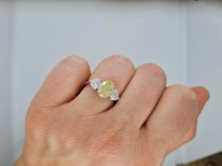 Modern GIA Certified 3.05 Carat Internally Flawless Fancy Yellow Oval Diamond Ring For Sale