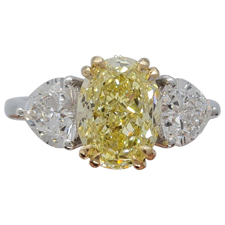 GIA Certified 3.05 Carat Internally Flawless Fancy Yellow Oval Diamond Ring For Sale