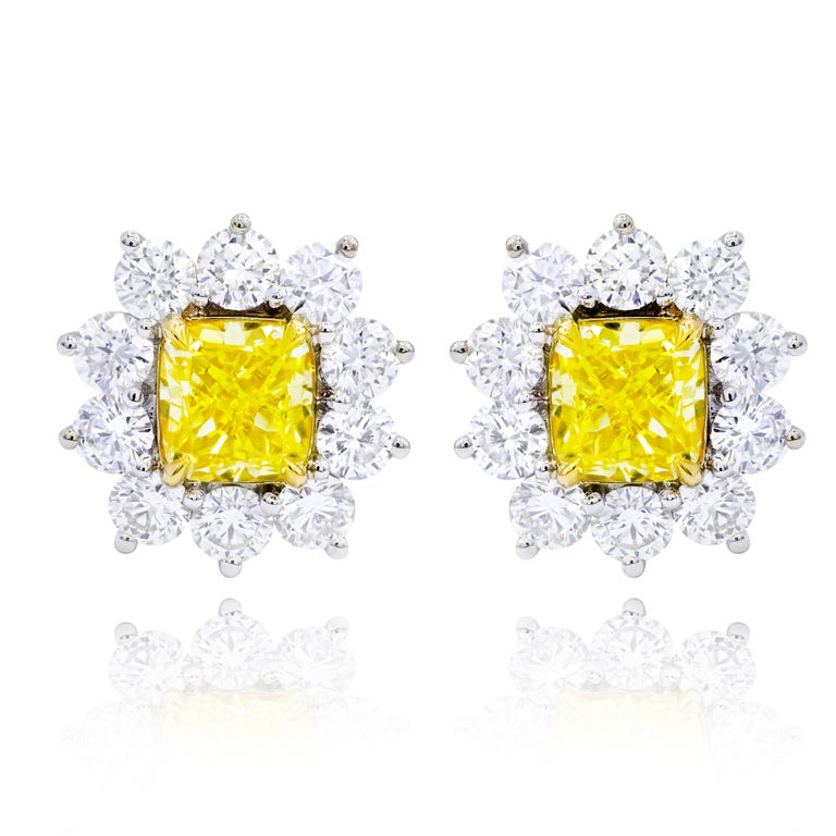 GIA Certified 3.06 Carat Fancy Yellow Diamond Stud Earrings In New Condition For Sale In New York, NY