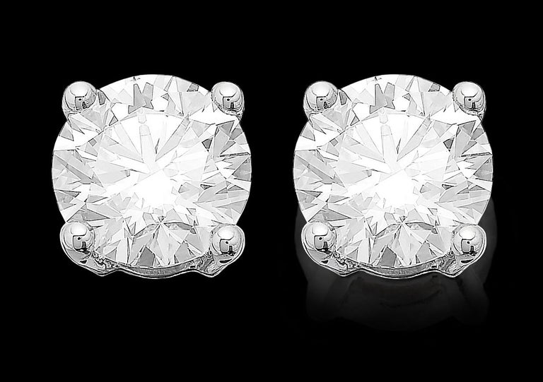 Meticulously matched for size, colour, clarity and presence. The sparkling stones are perfectly matched for colour and clarity. Elegance and simplicity, round brilliant cut diamonds catch the light and make it dance. Featuring 2 GIA graded round