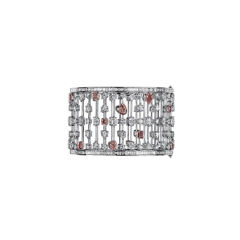 GIA Certified 31.60 Carat Natural Pink White Diamond 18 Karat Gold Bracelet For Sale