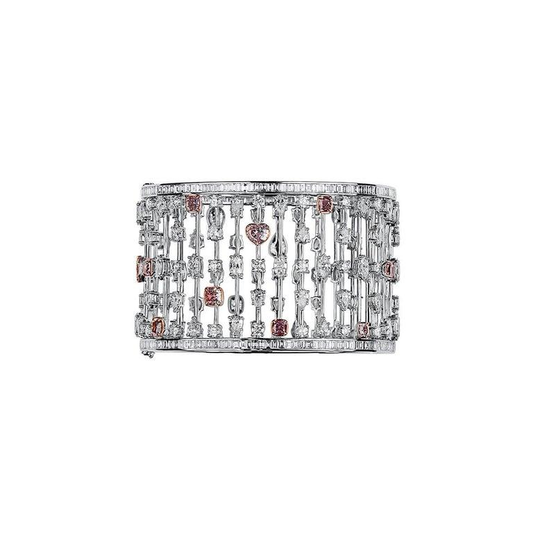 Cushion Cut GIA Certified 31.60 Carat Natural Pink White Diamond 18 Karat Gold Bracelet For Sale