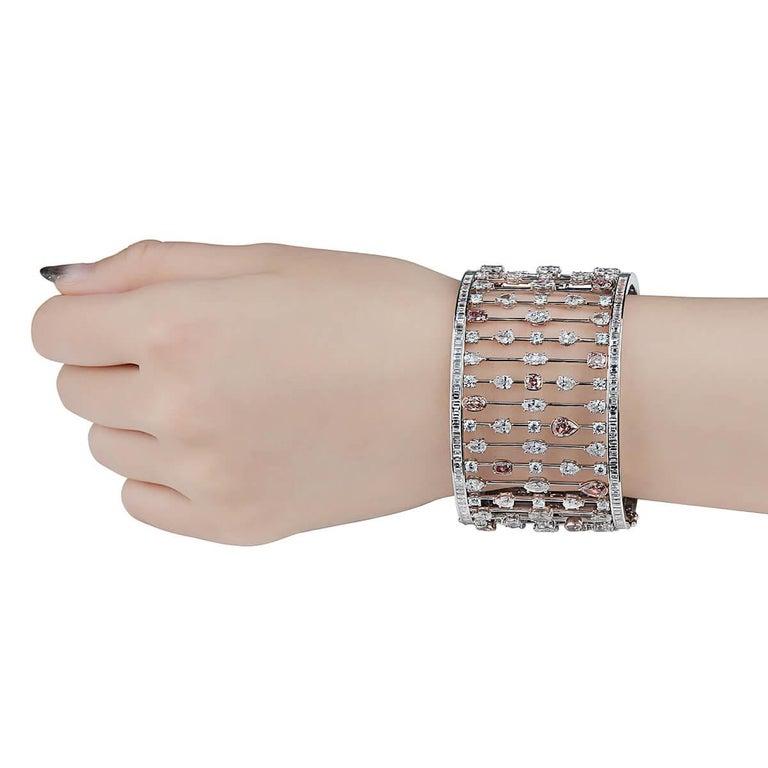 Women's or Men's GIA Certified 31.60 Carat Natural Pink White Diamond 18 Karat Gold Bracelet For Sale