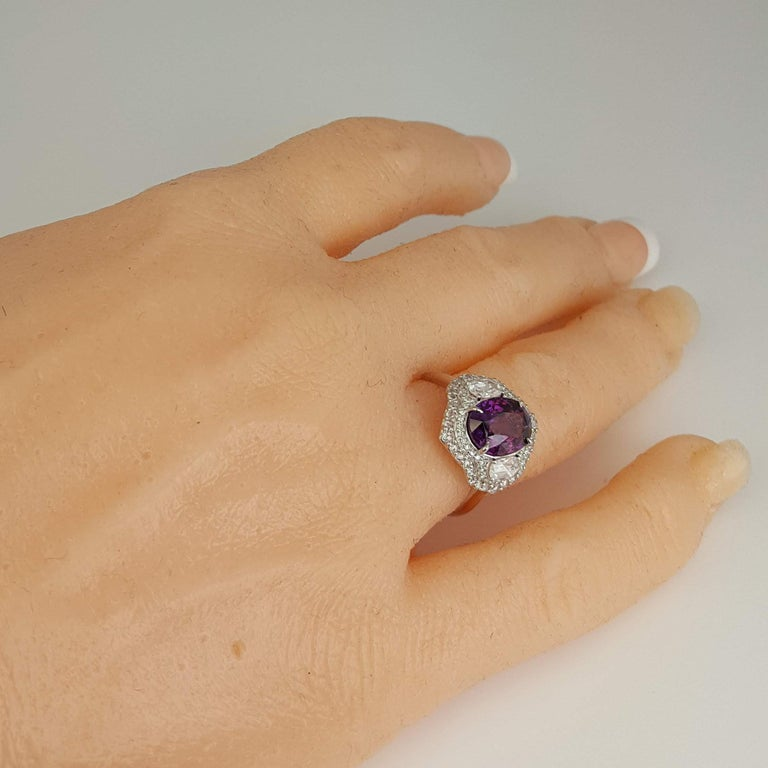 DiamondTown GIA Certified 3.31 Carat Purple Sapphire and Diamond Ring In New Condition For Sale In New York, NY