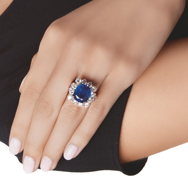 Modern GIA Certified 3.50 Carat Ceylon Sapphire No Heated Diamond Cocktail Ring For Sale
