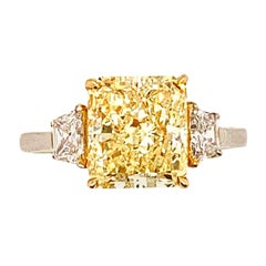 ISSAC NUSSBAUM NEW YORK GIA Certified 3.52 Carat Yellow Radiant Cut Diamond