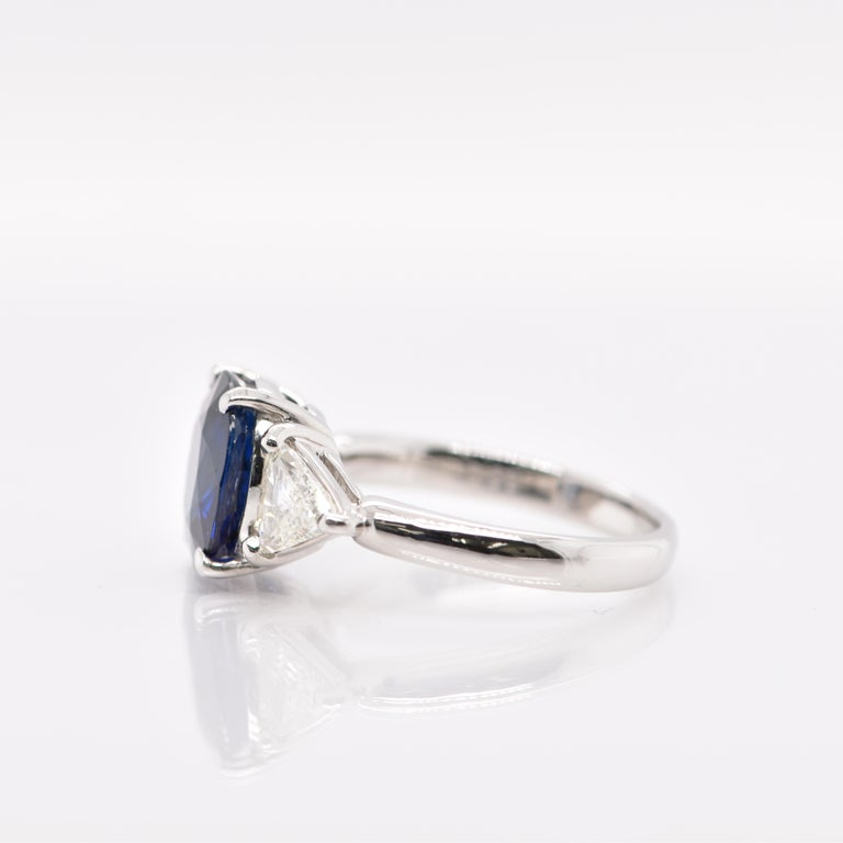 GIA Certified 3.53 Carat Madagascar Sapphire and Diamond Ring Set in Platinum In New Condition For Sale In Tokyo, JP