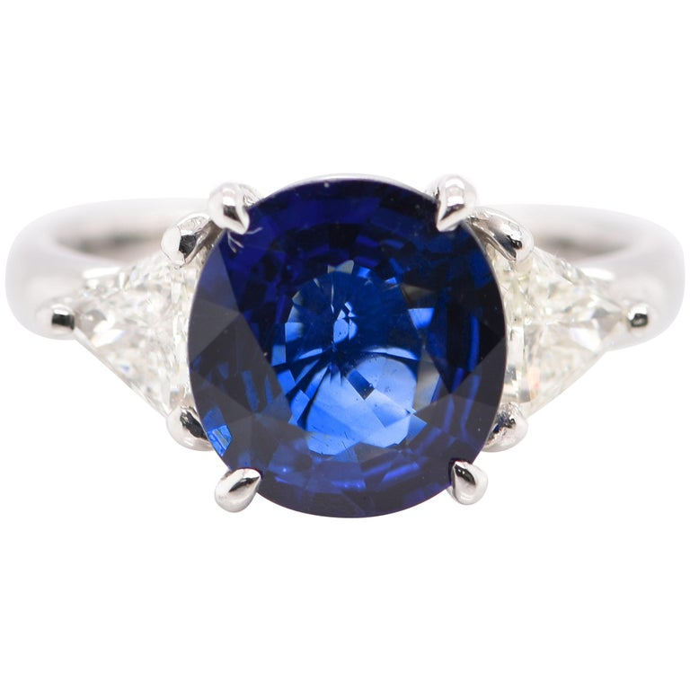 GIA Certified 3.53 Carat Madagascar Sapphire and Diamond Ring Set in Platinum For Sale