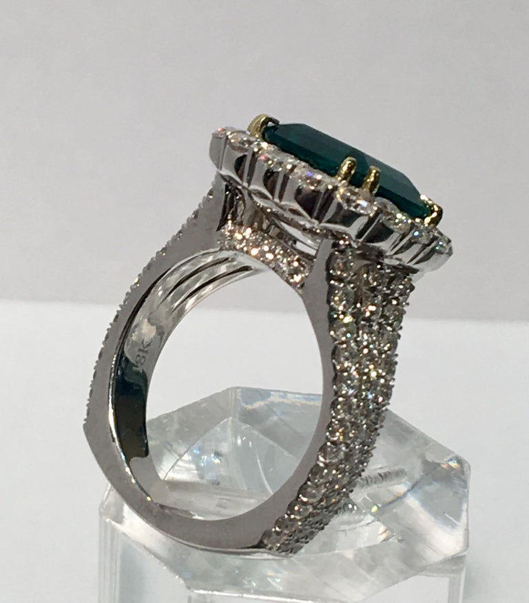 Women's Finest Quality GIA Certified 3.69 Carat Colombian Emerald 2.7 Carat Diamond Ring For Sale