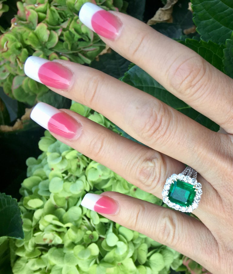 Finest Quality GIA Certified 3.69 Carat Colombian Emerald 2.7 Carat Diamond Ring For Sale 2