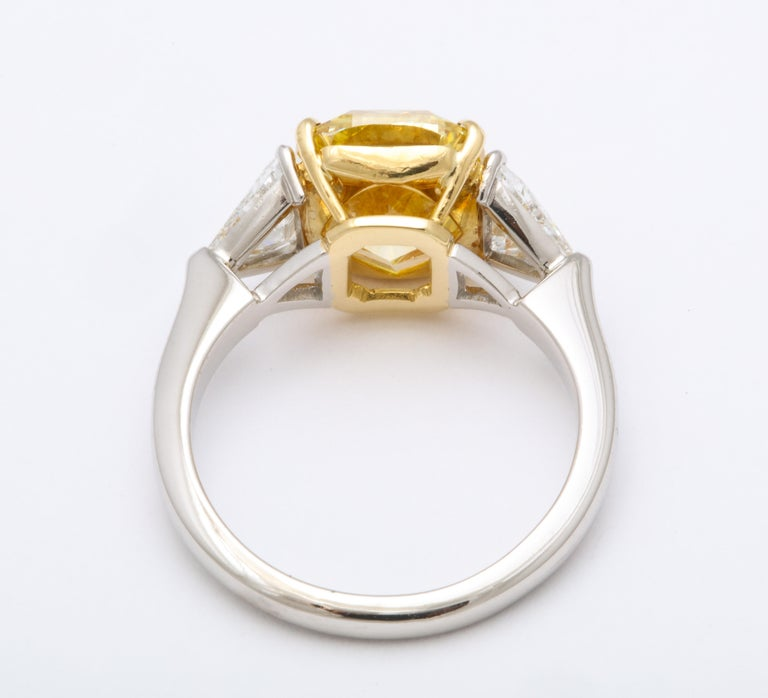 GIA Certified 4 Carat Fancy Intense Yellow Diamond Ring In New Condition For Sale In New York, NY