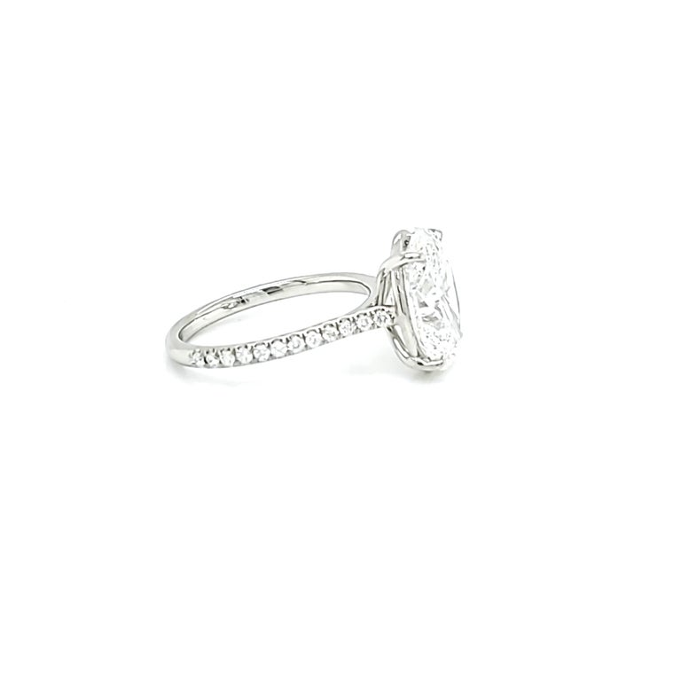 GIA Certified 4 Carat Oval Cut Diamond Ring In New Condition In New York, NY