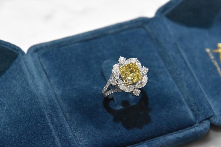 GIA Certified 4.01 Carat Fancy Greenish Yellow Diamond Cushion Cut Ring In New Condition For Sale In Tsim Sha Tsui, HK