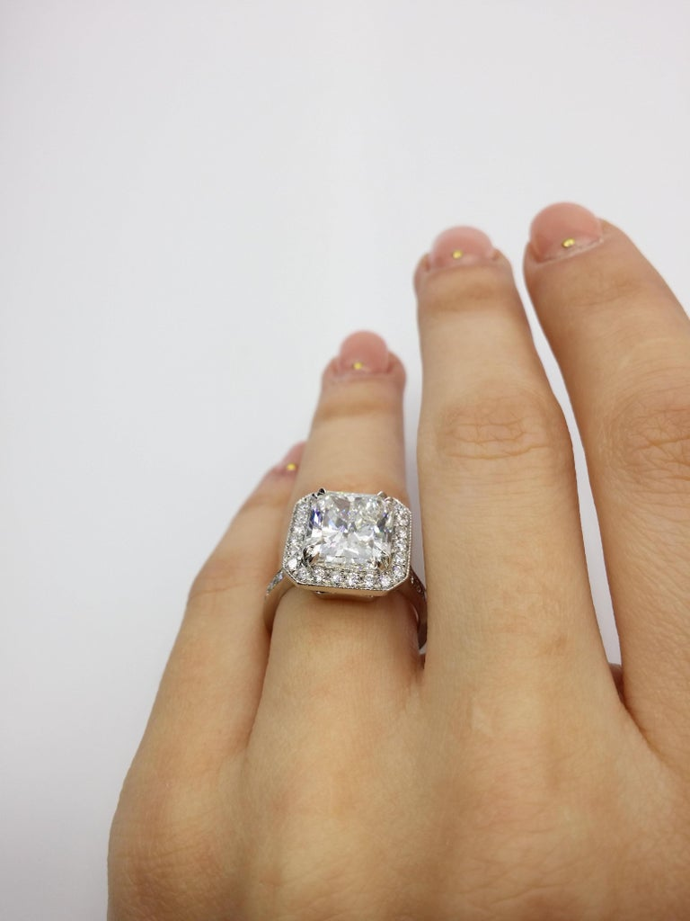 GIA Certified 4.18 Carat G-VS2 Radiant Diamond Ring In New Condition For Sale In New York, NY
