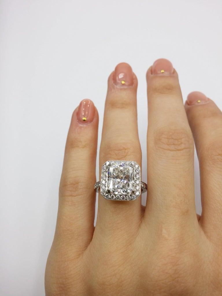 Women's or Men's GIA Certified 4.18 Carat G-VS2 Radiant Diamond Ring For Sale