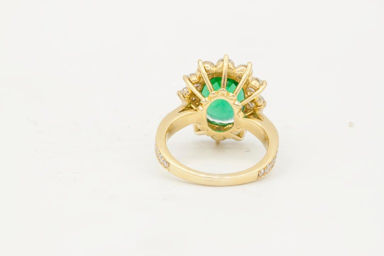 GIA Certified 4.20 Carat Green Emerald and Diamond Ring In New Condition For Sale In New York, NY