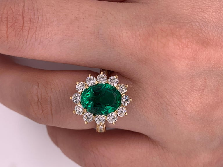 GIA Certified 4.20 Carat Green Emerald and Diamond Ring For Sale 1