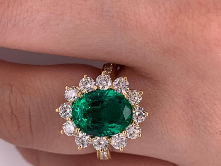 GIA Certified 4.20 Carat Green Emerald and Diamond Ring For Sale 2