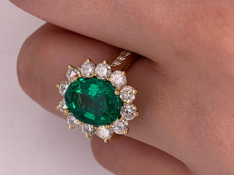 GIA Certified 4.20 Carat Green Emerald and Diamond Ring For Sale 3