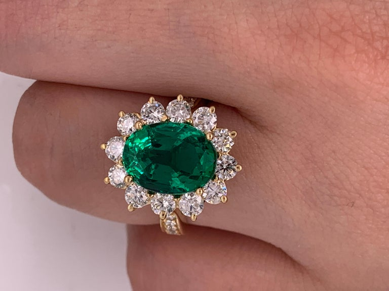 GIA Certified 4.20 Carat Green Emerald and Diamond Ring For Sale 4