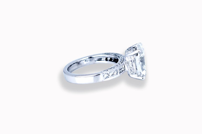 Modern GIA Certified 4.5 Carat Oval H-VS2 Diamond Engagement Ring For Sale