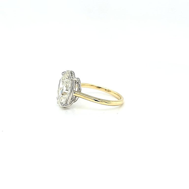 Women's or Men's GIA Certified 4.50 Carat Oval Diamond Solitaire Ring For Sale