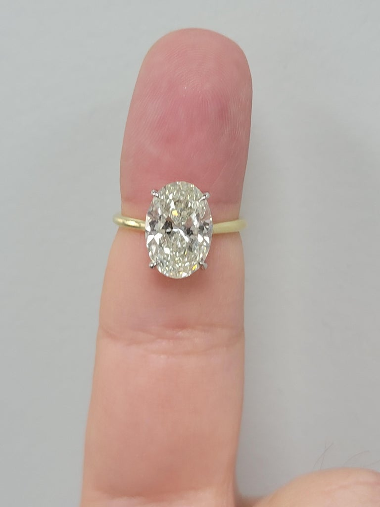 GIA Certified 4.50 Carat Oval Diamond Solitaire Ring For Sale 1