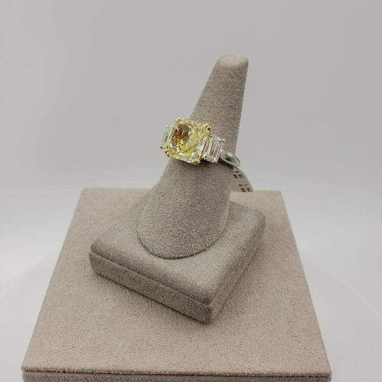 GIA Certified 4.68 Carat Intense Yellow Diamond Three-Stone Engagement Ring In New Condition For Sale In New York, NY