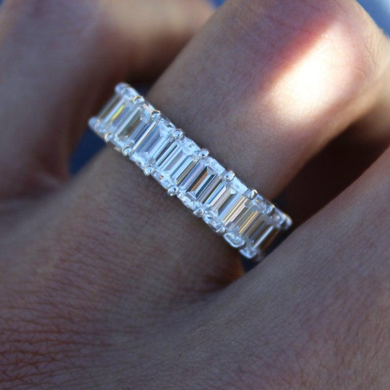 GIA Certified 5 Carat Emerald Cut Diamond Eternity Band Ring In New Condition For Sale In Rome, IT