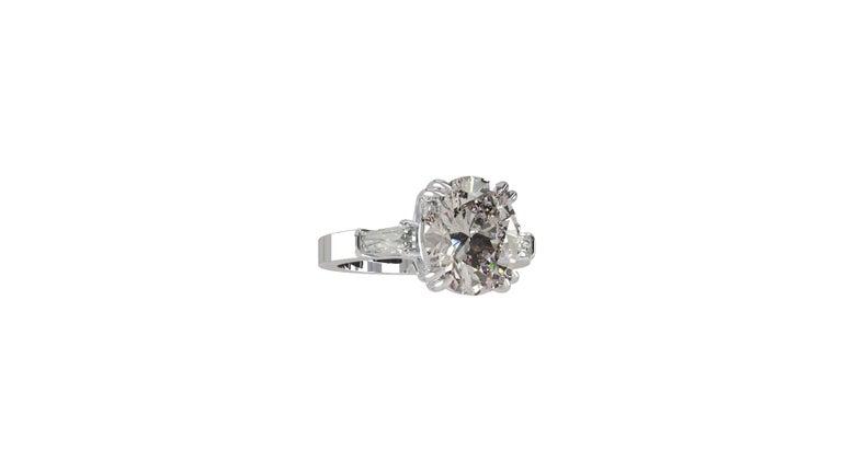 IGI Certified 3 Carat Oval Cut Diamond Ring For Sale 4