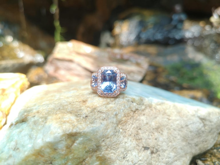 GIA Certified 5 Cts Ceylon Blue Sapphire with Diamond Ring in 18 Karat Rose Gold In New Condition For Sale In Bangkok, TH