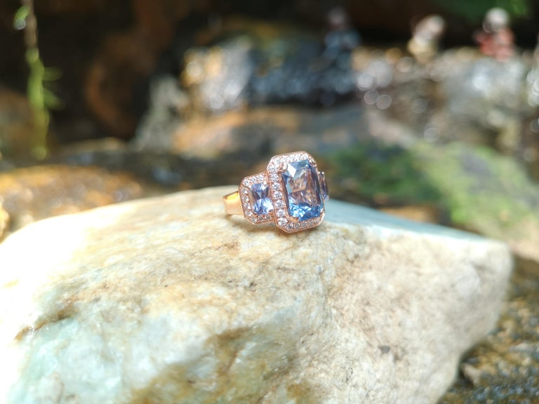 Women's GIA Certified 5 Cts Ceylon Blue Sapphire with Diamond Ring in 18 Karat Rose Gold For Sale