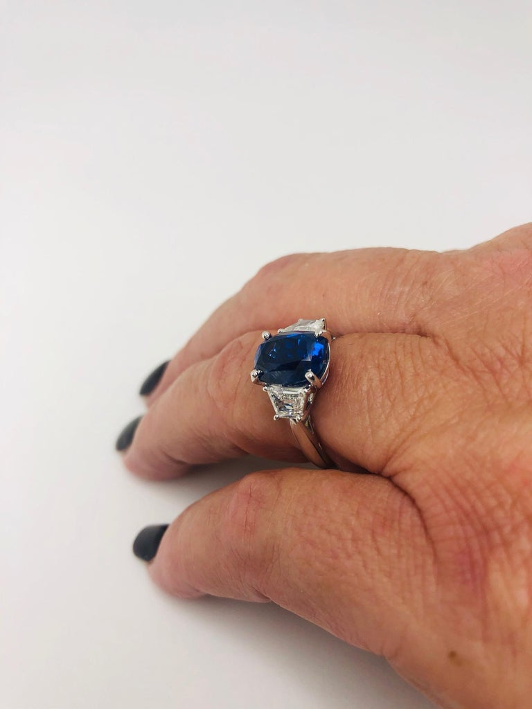 GIA Certified 5.28 Carat Unheated Blue Sapphire and Diamond Platinum Ring In New Condition For Sale In Los Angeles, CA