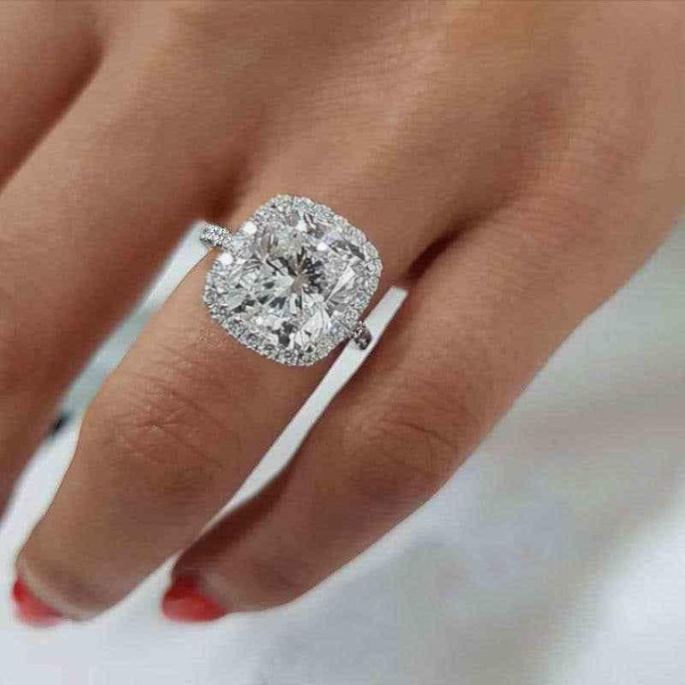 GIA Certified 6 Carat Cushion Cut Diamond Excellent Cut In New Condition For Sale In Rome, IT