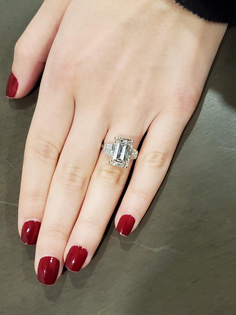 GIA Certified 6 Carat Emerald Cut Diamond and Tapered Baguette Diamond Plat Ring For Sale 1