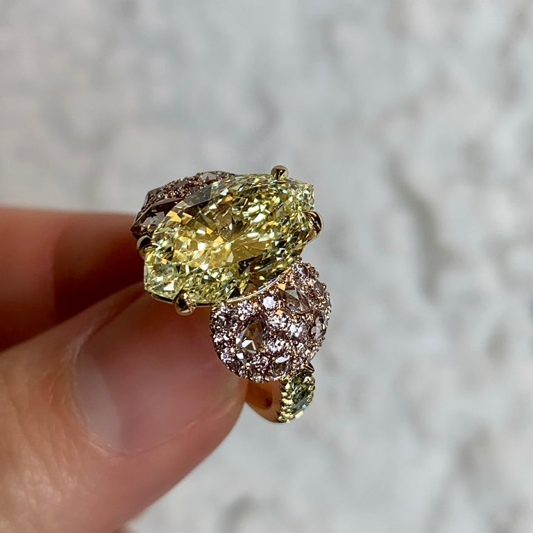 GIA Certified 6.02 Carat Marquise Shape Fancy Yellow Diamond Cocktail Ring In New Condition For Sale In Antwerp, BE