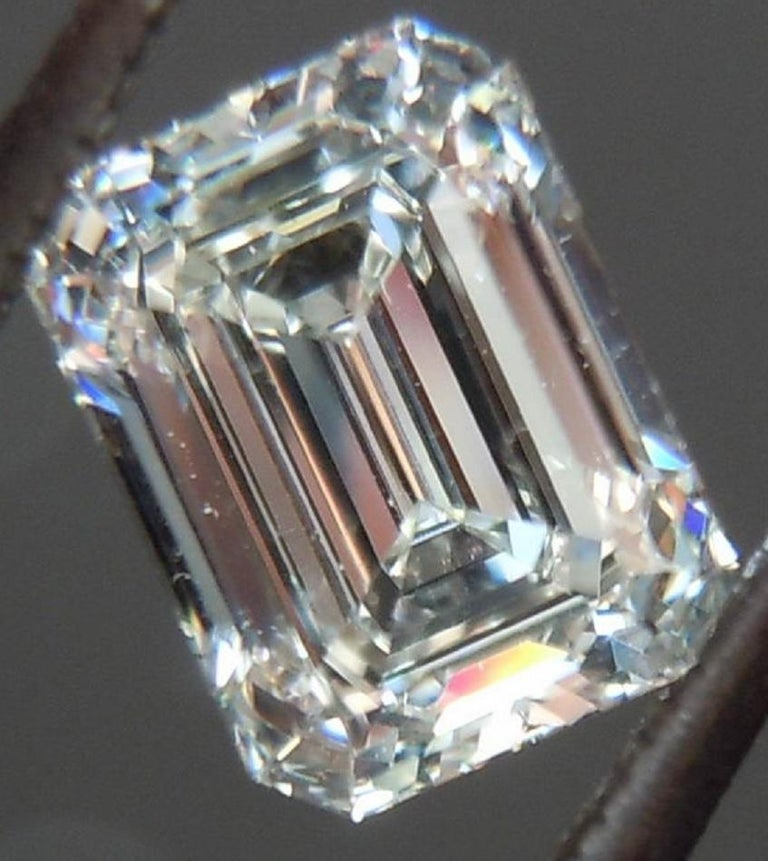 AMAZING GIA Certified 6.50 Carat Emerald Cut Diamond Ring In New Condition For Sale In Rome, IT