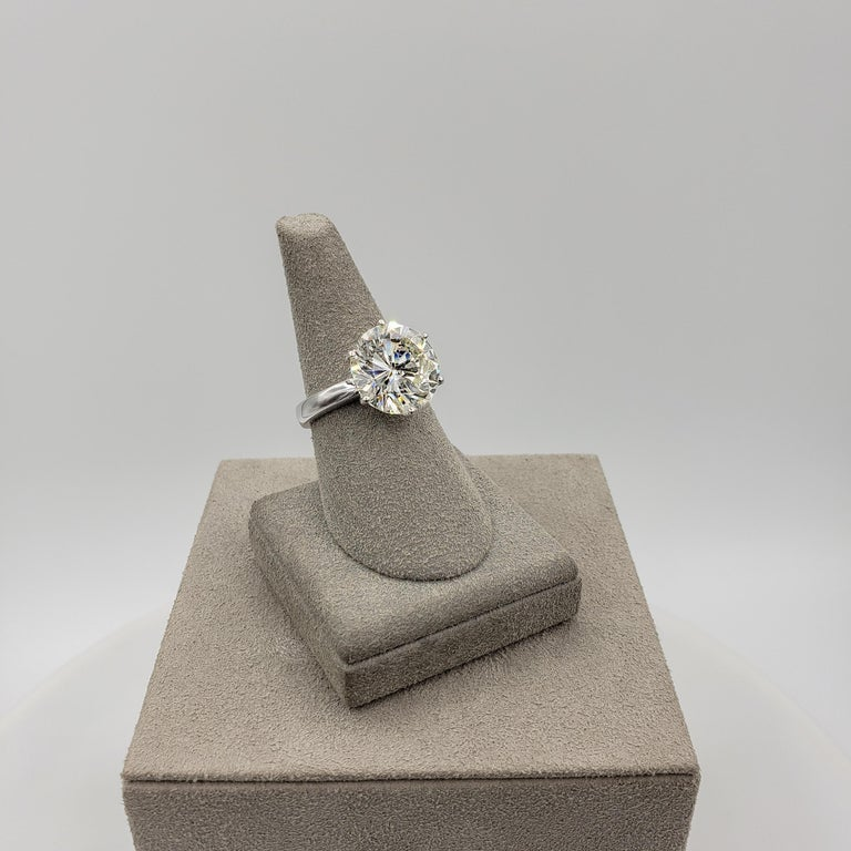Women's or Men's GIA Certified 7.00 Carat Round Diamond Solitaire Engagement Ring For Sale