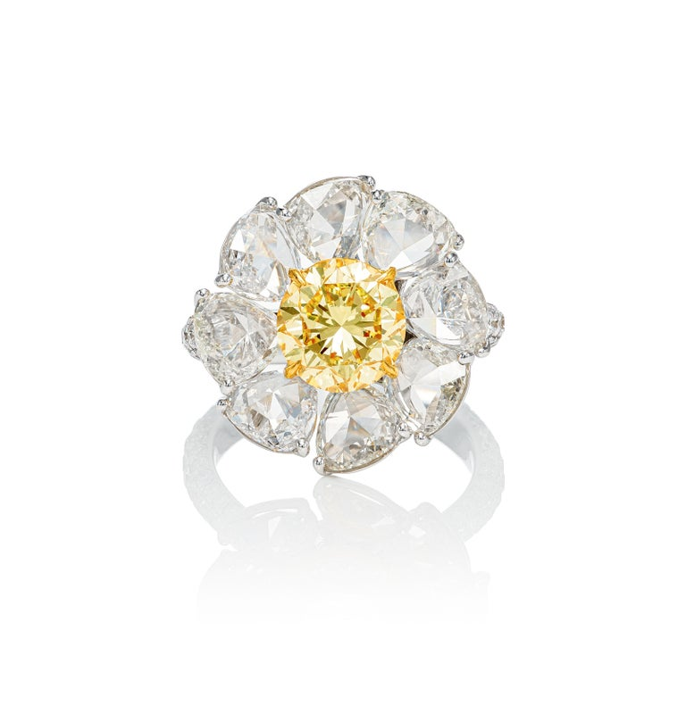Round Cut GIA Certified 7.39 Carat Daisy Fancy Yellow and White Diamond Ring in 18k Gold For Sale