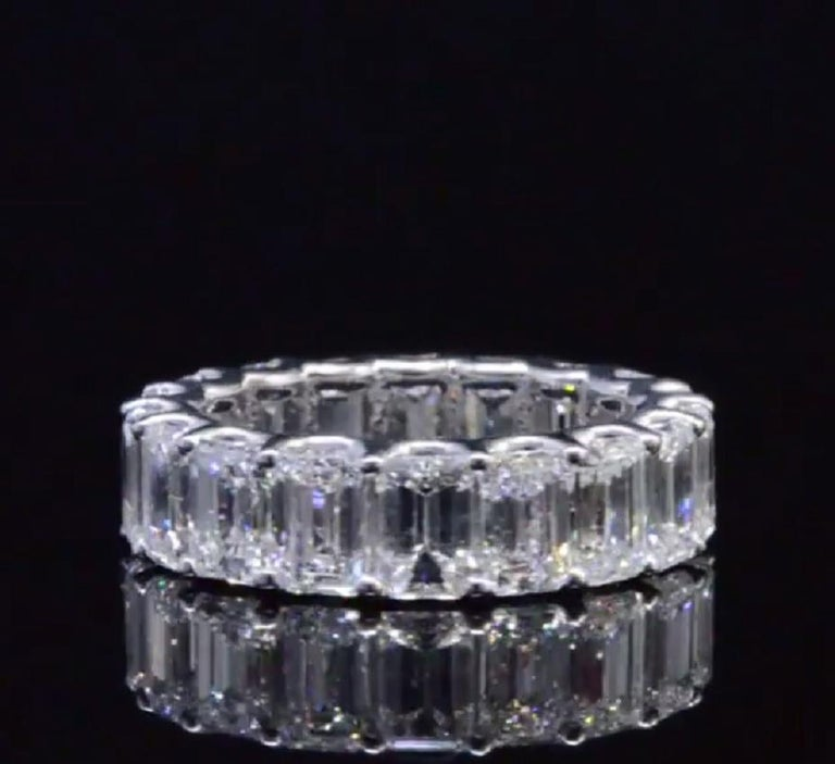 GIA Certified 8 Carat Emerald Cut Eternity Band Ring In New Condition For Sale In Rome, IT
